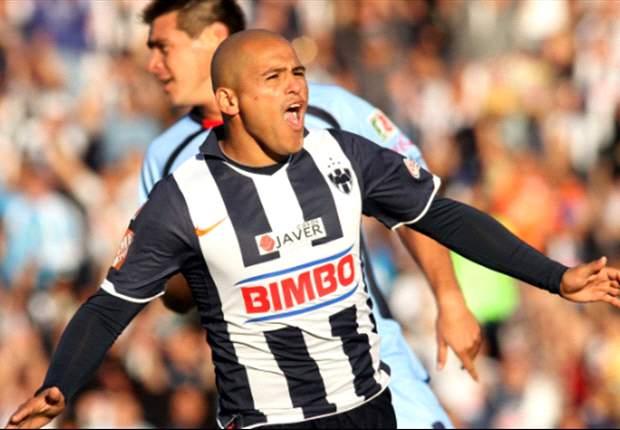 Humberto Suazo renovó con el Monterrey
