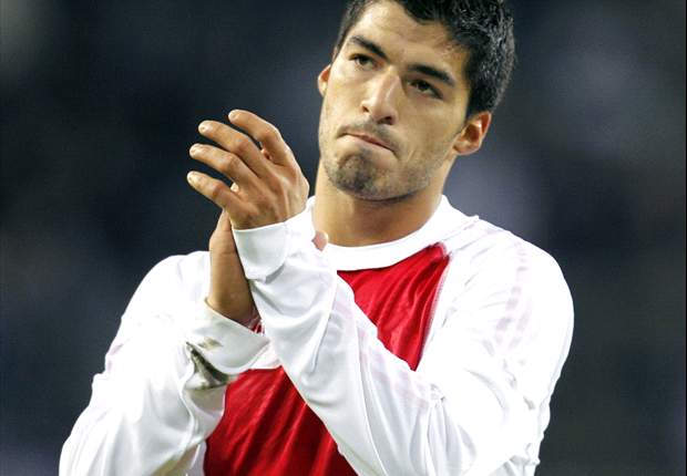 Ajax manager Frank de Boer: Liverpool have until midnight to make acceptable offer for Luis Suarez