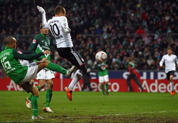 Werder Bremen 1-3 Bayern Munich: Klose, Robben & Mertesacker own goal defeat 10-man hosts