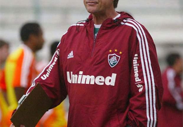 Afastado do G4, Oswaldo Oliveira acredita na melhora do desempenho da equipe