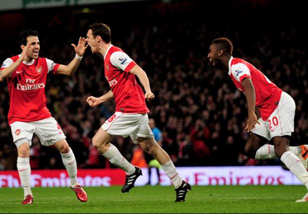 Arsenal 1-0 Stoke: Early Squillaci header takes Gunners within a point of leaders Manchester United