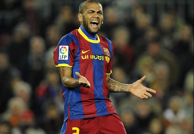 Daniel Alves plays down Guardiola remarks: Barcelona will keep fighting