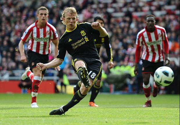 Sunderland 0-2 Liverpool: Controversial Kuyt penalty & thunderous Suarez effort sees Dalglish's men close gap on Tottenham