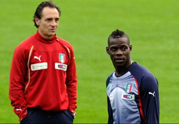 Manchester City's Mario Balotelli plays down Italy row after bringing iPad to the bench for Faroe Islands game