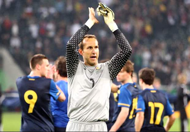 Fulham keeper Mark Schwarzer wants to play for Australia in the 2014 World Cup