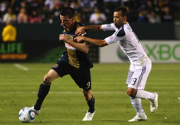 LA Galaxy 1-0 Philadelphia Union: Los Angeles holds on after going a man down
