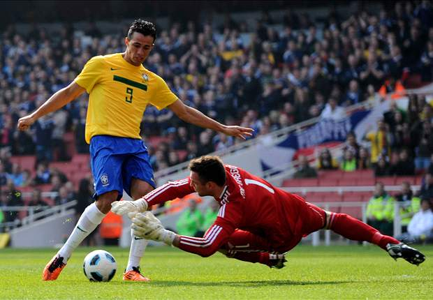 Tottenham and Barcelona set for talks with agent of €15m Brazilian star Leandro Damiao