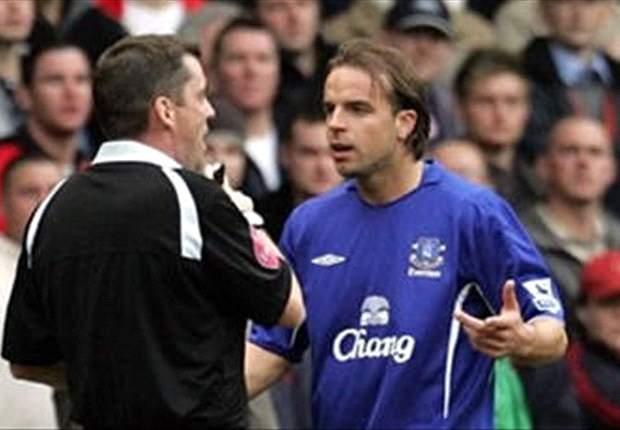 Everton Off-load Nuno Valente And Andy van der Meyde