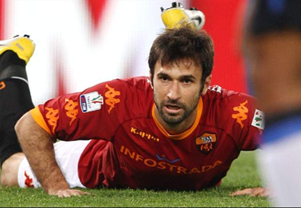 Reported Inter and Tottenham target Mirko Vucinic will stay at Roma - agent