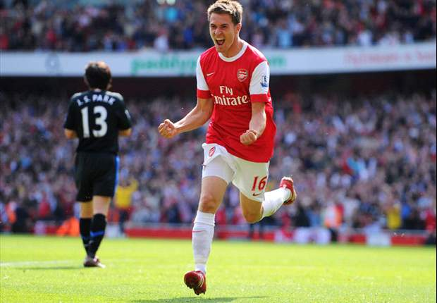 Arsenal 1-0 Manchester United: Ramsey goal blows title race wide open despite Vidic escaping penalty & red card for blatant handball
