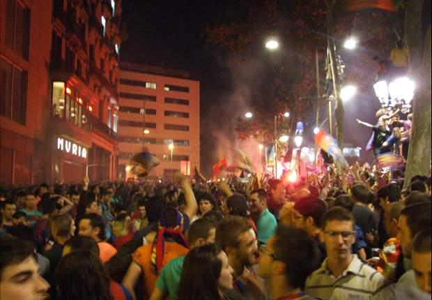 La afición del Barcelona celebra el título de Copa en Canaletas
