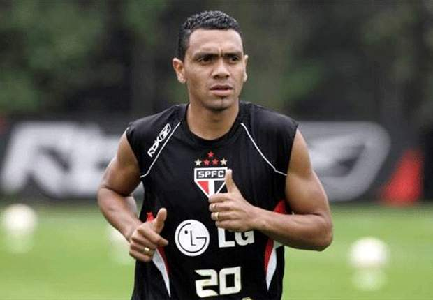 Leandro, ex-Grêmio, acerta com Fortaleza