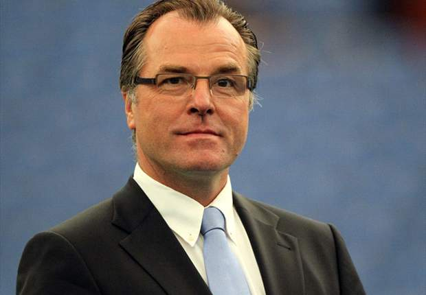 Schalke chief Clemens Tonnies reluctant to sell Manuel Neuer