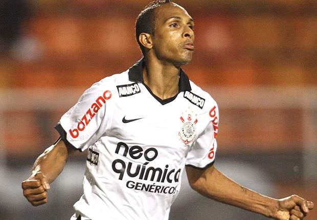 Flamengo acerta a contratação de Liedson