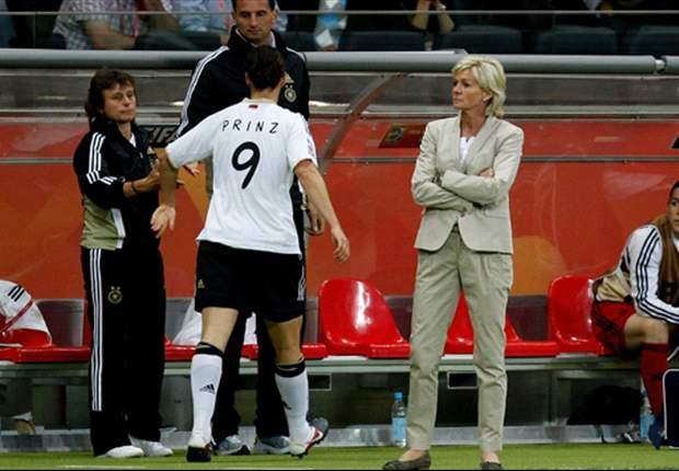 Birgit Prinz wird zur Ehrenspielfüherin ernannt