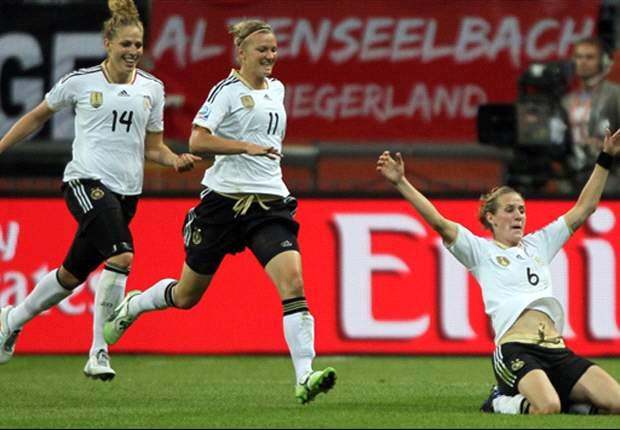 Simone Laudehr trifft zum 1:0-Sieg über Italien. Deutschland im Halbfinale gegen Schweden