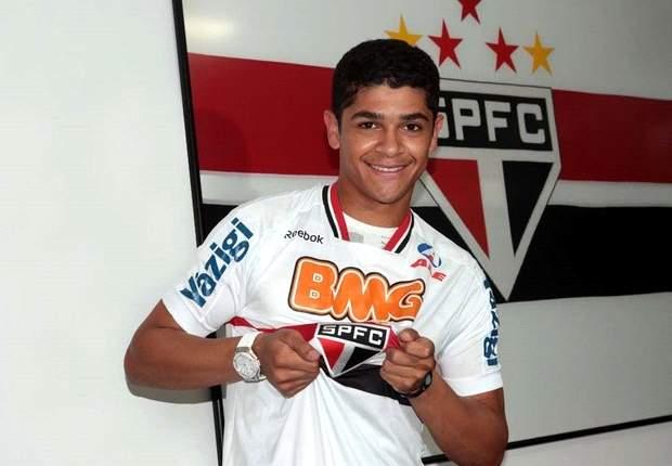 Former Arsenal midfielder Denilson rejoins Sao Paulo