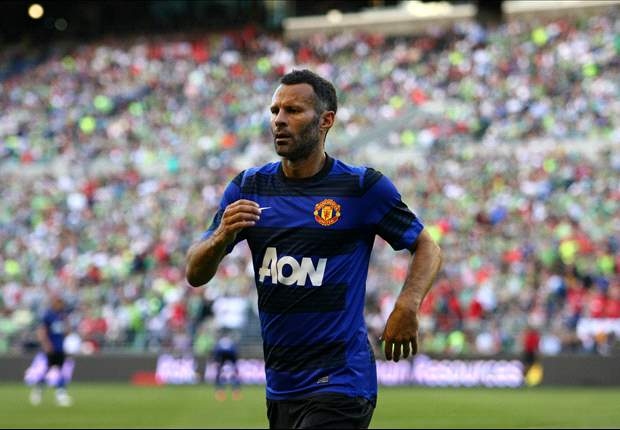 Sir Alex Ferguson tips Ryan Giggs to be his successor - report