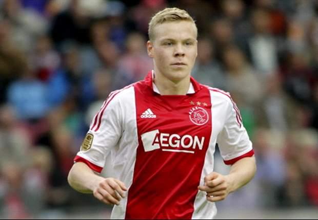 Ajax striker Sigthorsson sustains shoulder injury