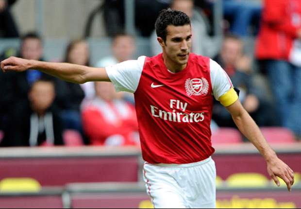 Arsenal captain Robin van Persie wants reaction from teammates after 8-2 humiliation at hands of Manchester United
