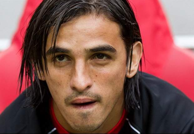 FC Twente winger Bryan Ruiz flies to London for talks with Fulham after clubs agree £10.6m fee