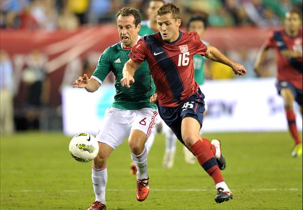 American soccer players show outpouring of support for openly gay star Robbie Rogers