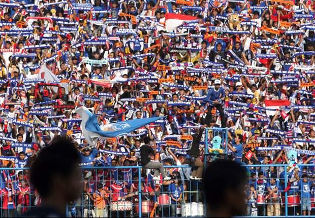 Kehadiran Aremania pada setiap laga kandang Arema mendongkrak pemasukan klub