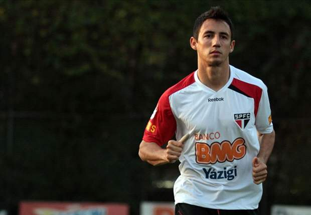Sao Paulo's Ivan Piris poised to join Roma