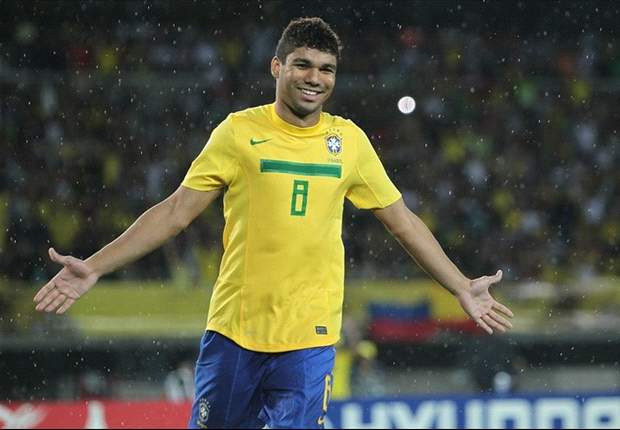 Roma target Casemiro signs new Sao Paulo deal