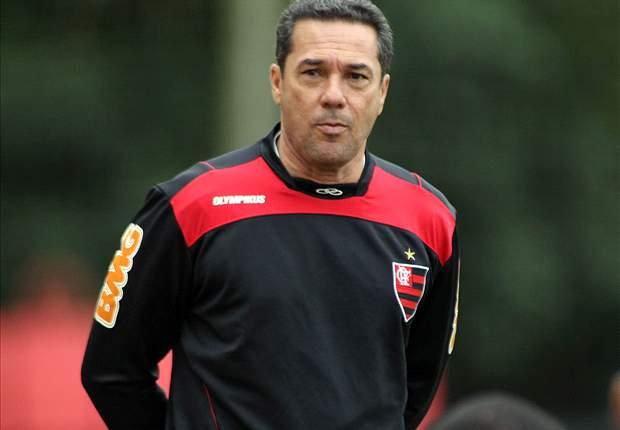 Luxemburgo critica postura de Ronaldinho