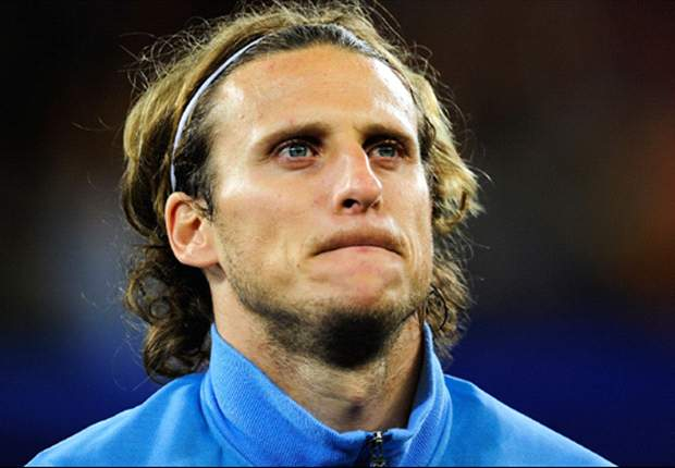 Inter unable to register Diego Forlan for Champions League group stage