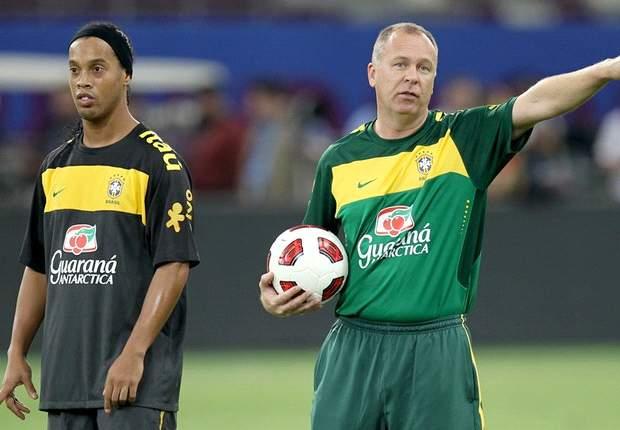 Mano Menezes Berharap Banyak Pada Ronaldinho