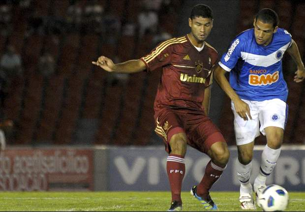 Roth explica opção por Anselmo Ramon para enfrentar o Corinthians