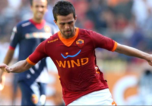Roma Captain Francesco Totti Hails Team-Mate Miralem Pjanic