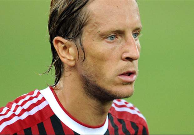 Ambrosini signs new contract with AC Milan