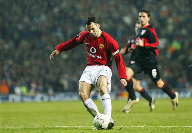 Manchester United veteran Ryan Giggs looks to sign new one-year contract