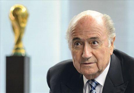 Blatter schittert door afwezigheid