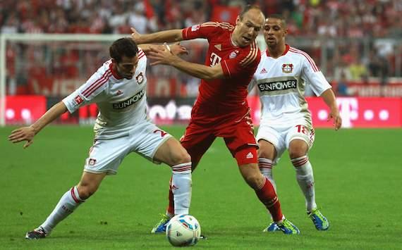 Bundesliga: FC Bayern München - Bayer Leverkusen, Arjen Robben - Gonzalo Castro, Sidney Sam