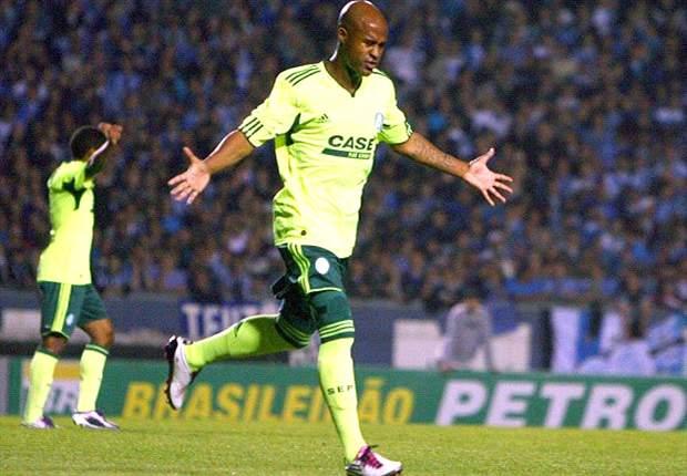 Palmeiras sai na frente do Coxa na decisão