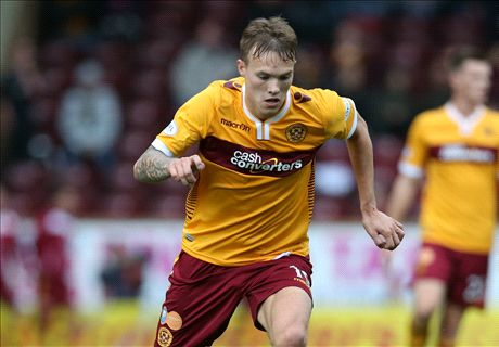 Leeds close in on Motherwell's Erwin