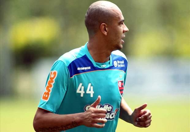 Alex Silva comemora retorno após nove meses parado
