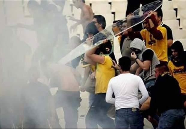 Griechenland: AEK-Fans stürmen nach Rückstand das Spielfeld