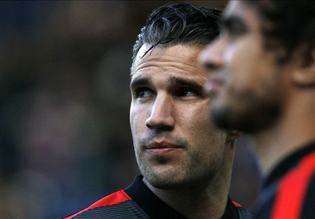 'Man Utd trying to sell Van Persie'