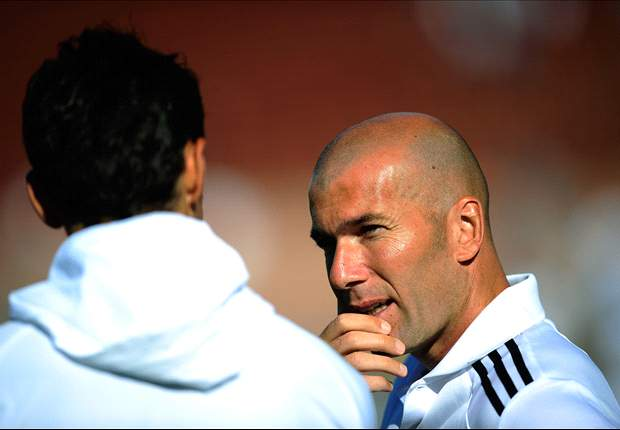 Zidane spotted on Real Madrid bench against Real Sociedad and admits: I want to be a coach
