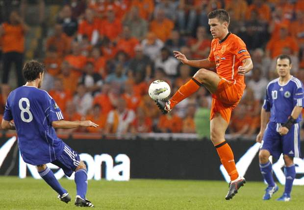 AC Milan join race for Strootman - report