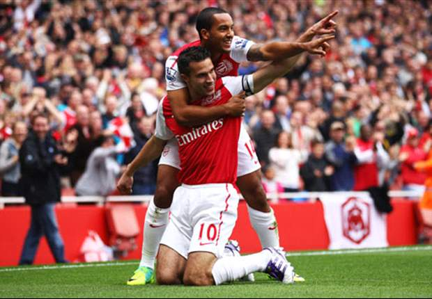 Wenger confident Walcott and Van Persie will sign new Arsenal deals