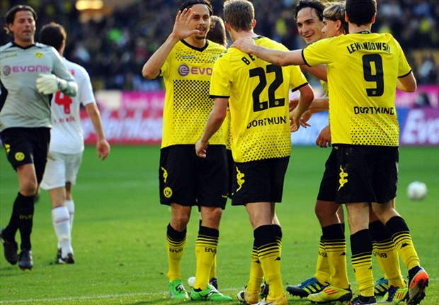 """Robert Lewandowski debe seguir en el Borussia Dortmund"""