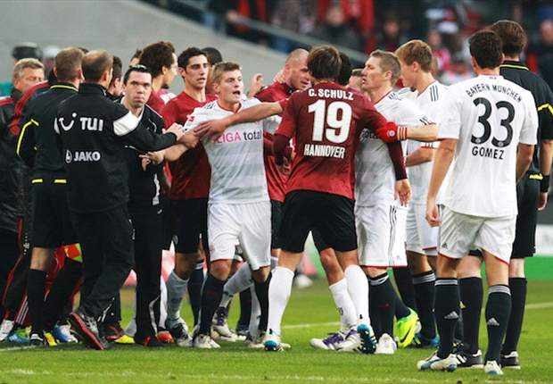 Hannover 2-1 Bayern Munich: Goals from Abdellaoue & Pander clinch superb victory as both sides finish with 10 men