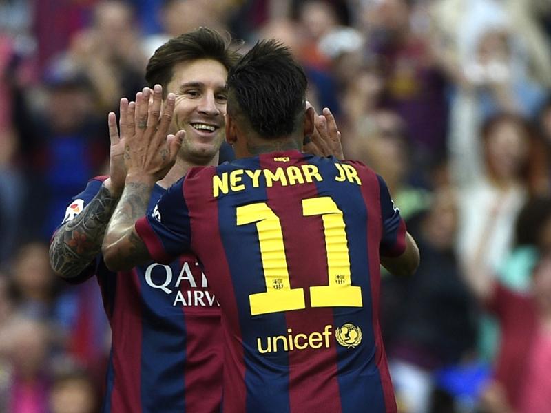 Neymar: I'm not trying to surpass Messi