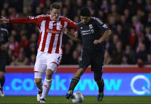Luis Suarez disproved diving 'myth' by refusing to go down against Stoke City, says Liverpool boss Kenny Dalglish